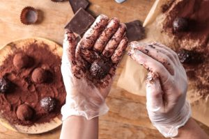 chocolate-making-class__FocusFillWzc2OCw0NzQsInkiLDE5XQ